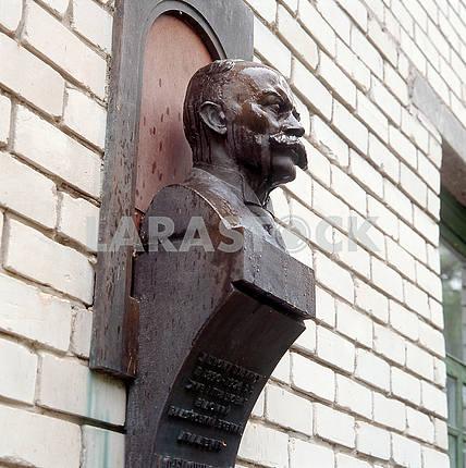 Памятник историку и археологу Николаю Биляшевскому