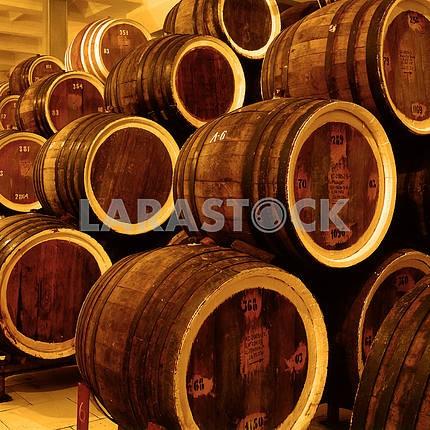 Бочки со старым вином