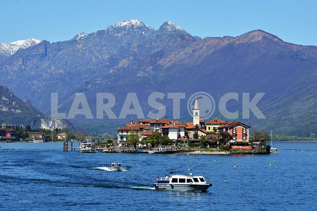 ISOLA PESCATORI-ITALY 25 APRIL 2013: fishing village Isola dei P — Image 21608