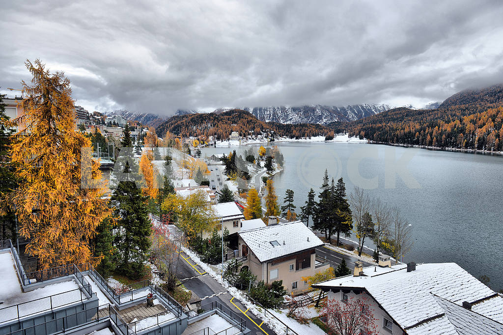 Lake St. Moritz with the first snow in the autumn — Image 21655