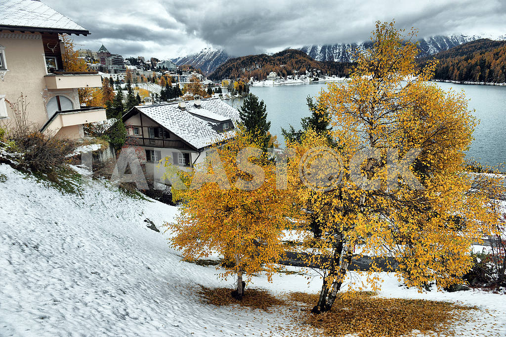 Lake St. Moritz with the first snow in the autumn — Image 21658