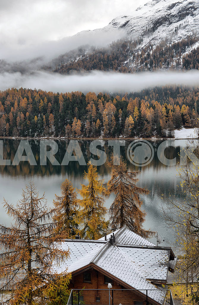 Lake St. Moritz with the first snow in the autumn — Image 21659
