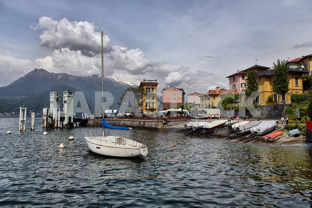 Как Комо , Италия, 24 апреля 2014 , Весенний пейзаж на озере Комо , — Изображение 21666