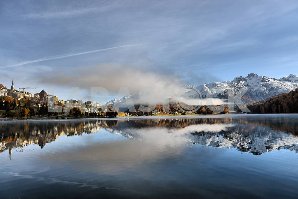Lake St. Moritz with the first snow in the autumn — Image 21668
