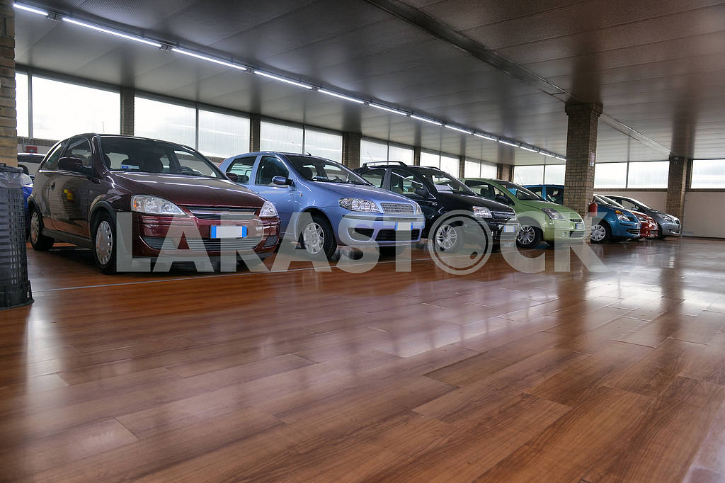 ITALY-APRIL, 2014: saloon cars sales in the European city; ITALY — Image 21675