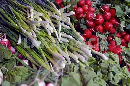 Травы и овощи в супермаркете