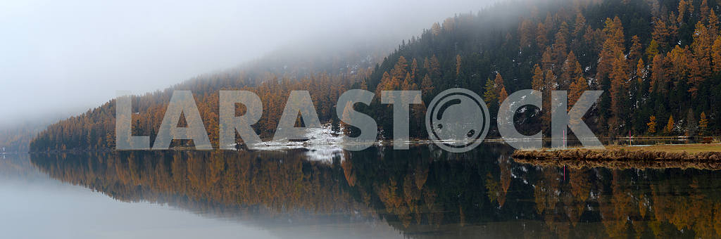 Lake St. Moritz with the first snow in the autumn — Image 21751