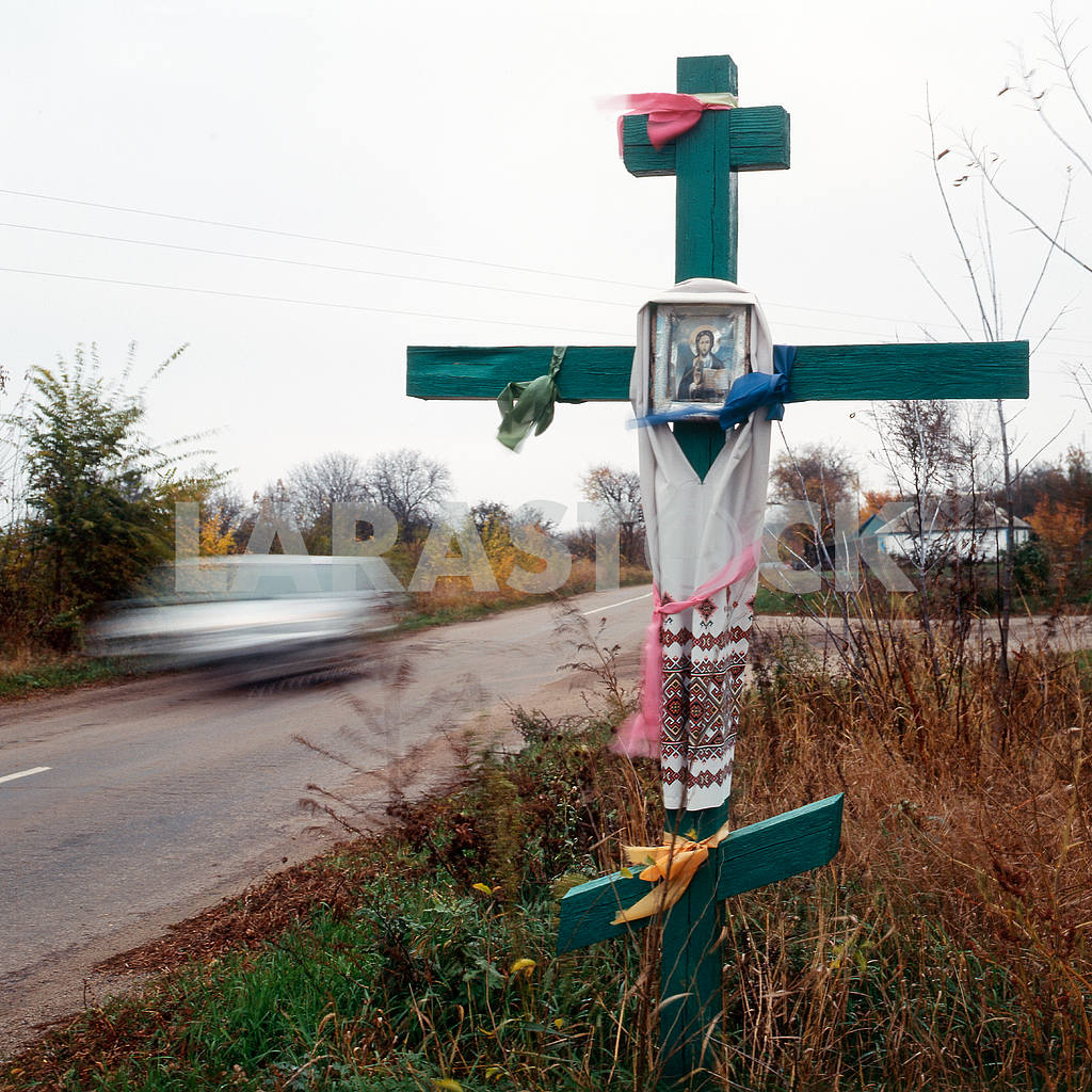 Orthodox cross before entrance to the village — Image 22150