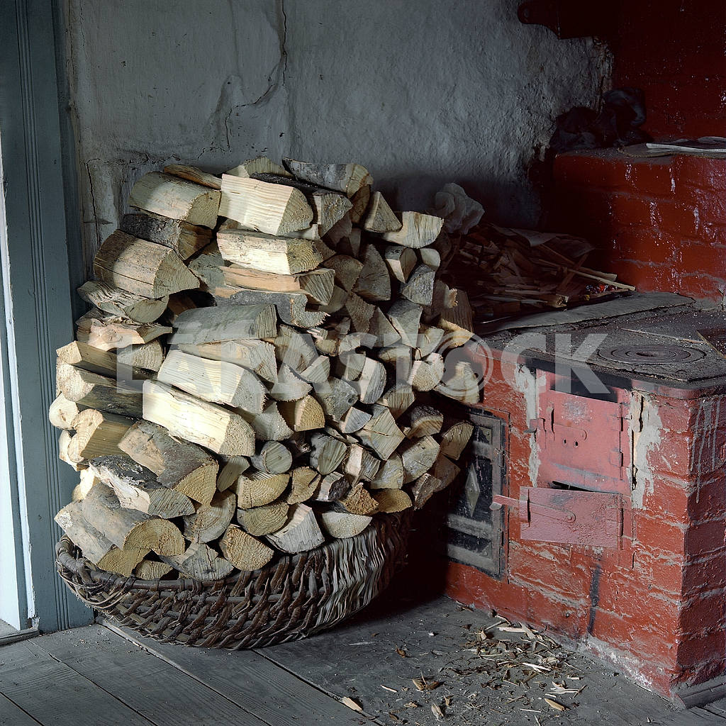 Wood near the oven — Image 22153