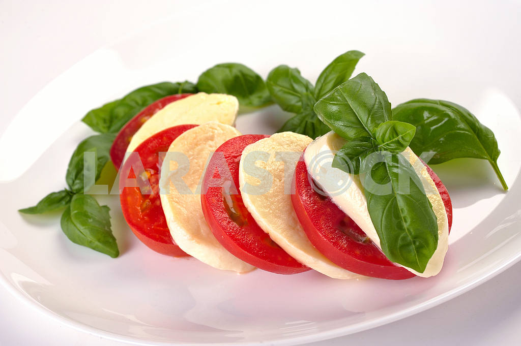 Mozzarella tomatoes basi — Image 2230