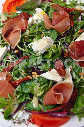 Brie cheese salad with ham and vegetables