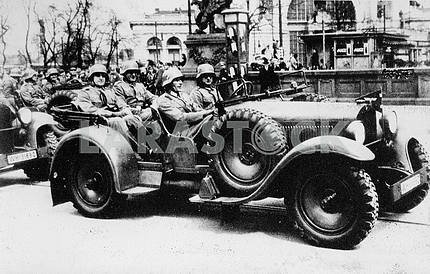 German soldiers with Wanderer-22 Kubelwagen.