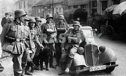 German patrol group with DKV F-7 car.