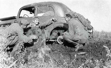 Germans conquering ukrainian ground roads on Mercedes Benz 170-V.