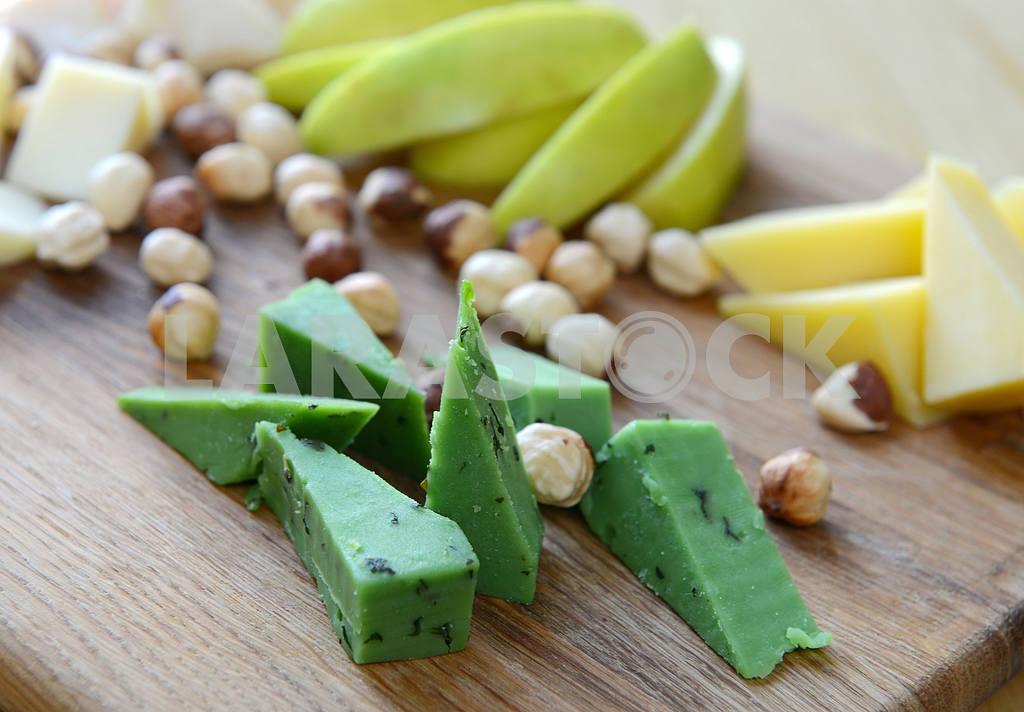 Cheese Basiron pesto verde with walnuts — Image 2266