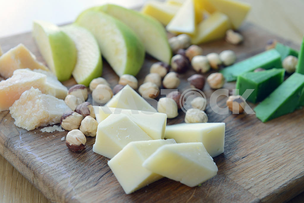 Cheese Comte with nuts and apples — Image 2267