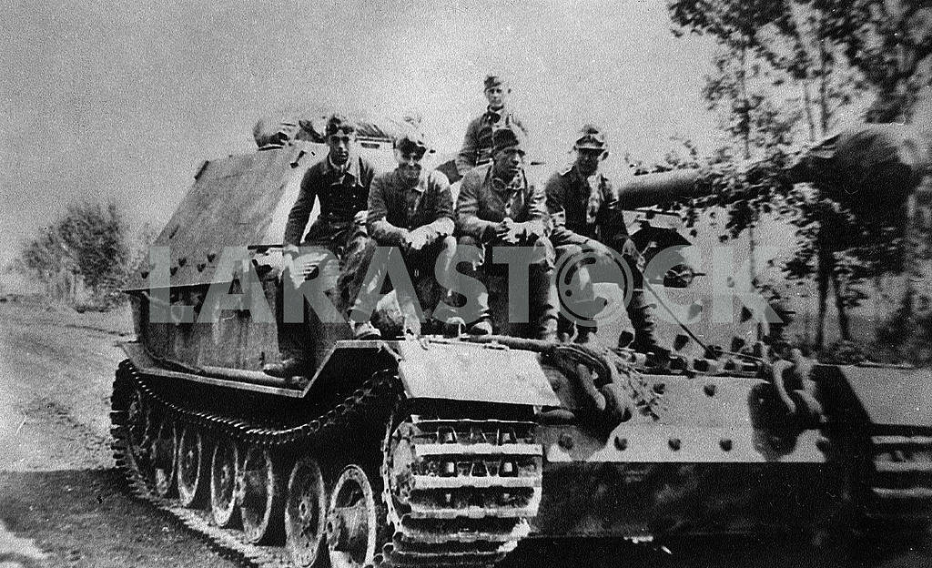 The crew of a German self-propelled Ferdinand — Image 22833