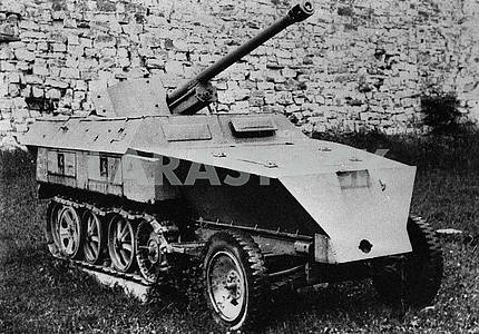 German light semi-caterpillar self-propelled gun