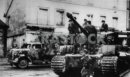 Немецкий тяжелый танк и  автомобиль Опель