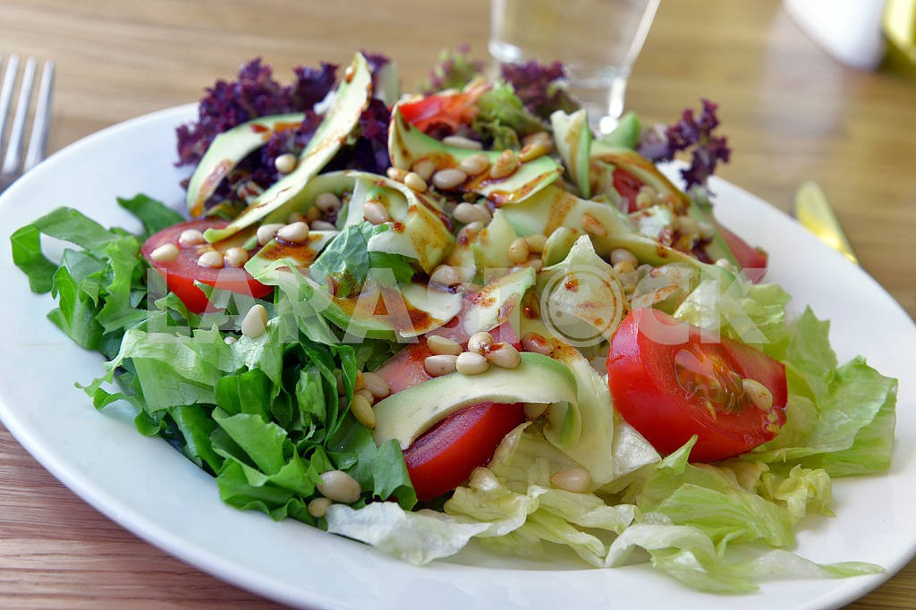 Salad with avocado — Image 2291