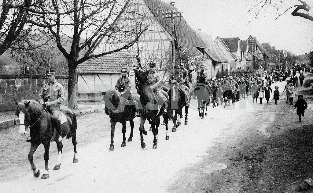 German procession. In the foreground of the cavalry — Image 22924