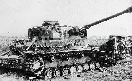 German middle tank T-IV (H) (1944)
