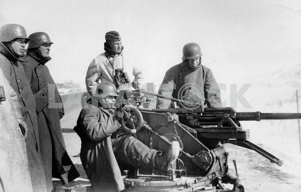 Testing anti-tank gun. — Image 22931