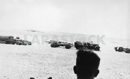 Немецкие войска перевозят военную технику.