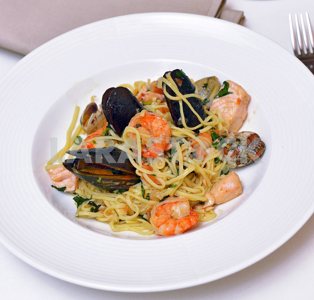 Fresh pasta with seafood — Image 2300