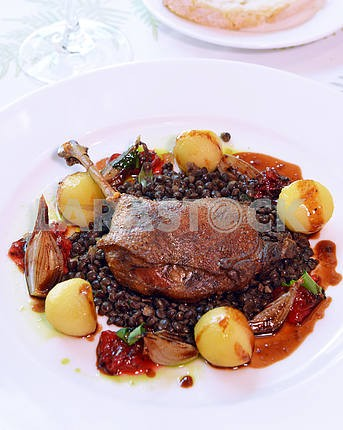 roasted duck leg with baked apples