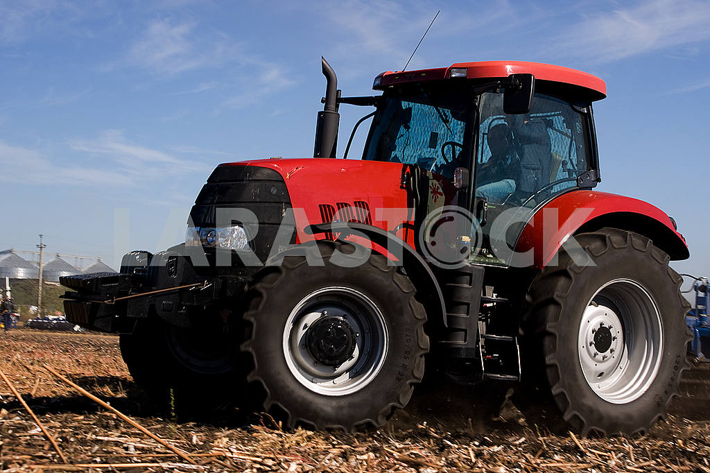Farmer in tractor preparing land for sowing — Image 23093