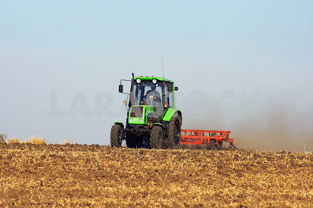 Green tractor, tillage — Image 23095