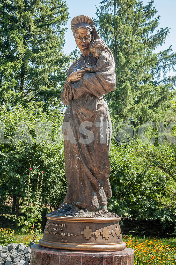 Monument to Taras Shevchenko mother Katherine Akimovna Shevchenko in the village Morintsy Zvenigorod district of Cherkasy region. — Image 23165