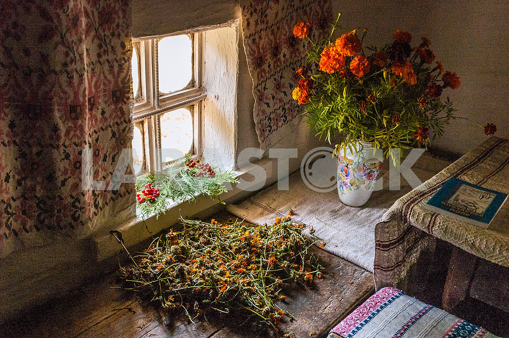 The interior of the hut in which he lived as a child Taras Shevchenko — Image 23173