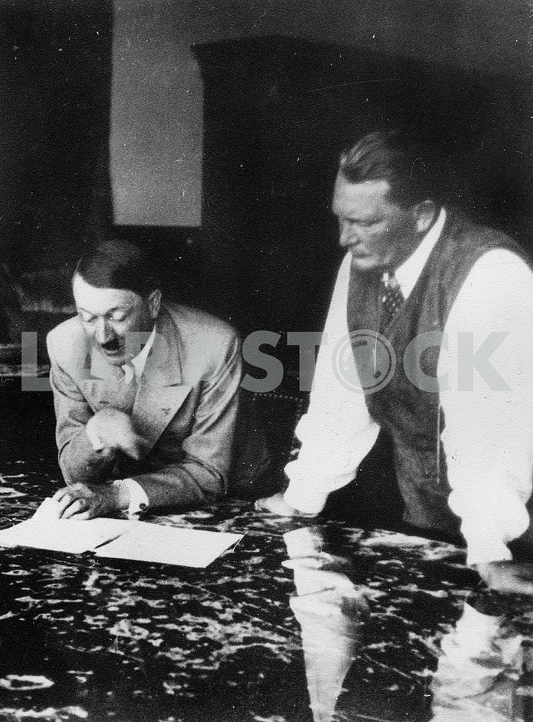 Adulf Hitler and Hermann Goering. — Image 23222