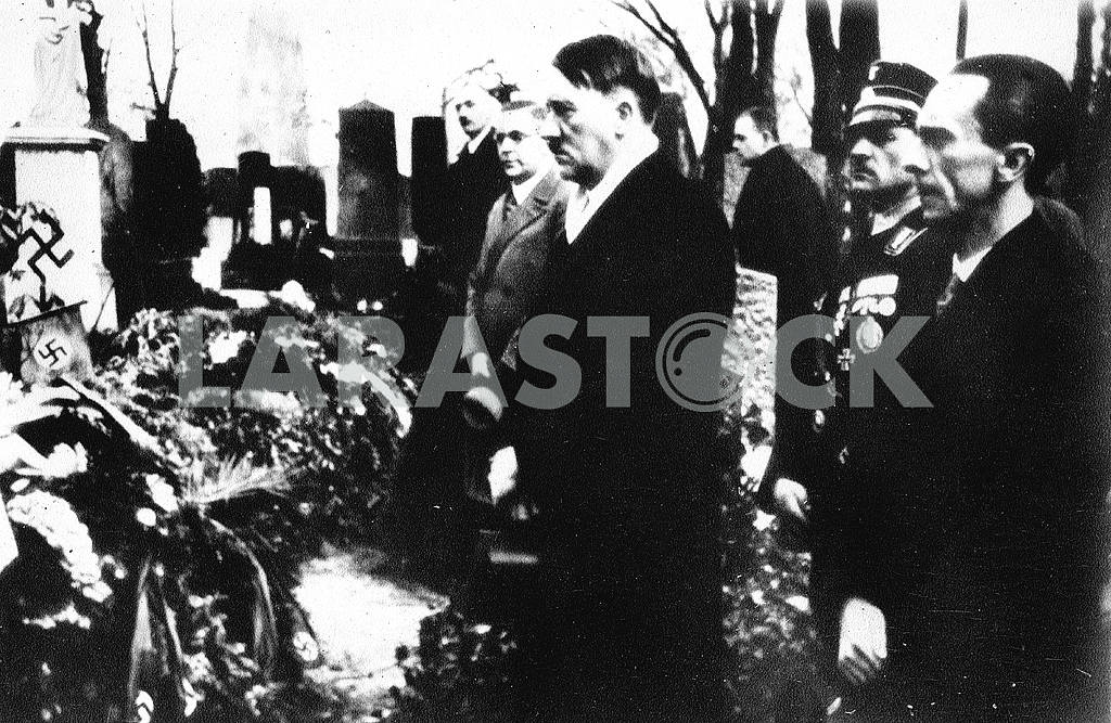 Hitler and Goebbels a funeral — Image 23245