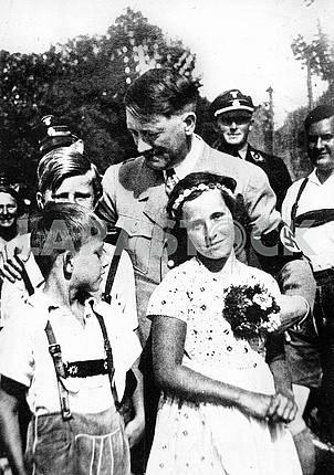 Адольф Гитлера и дети.