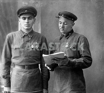 Солдаты Красной Армии .