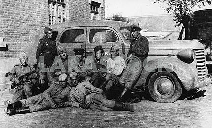 Soviet soldiers with car