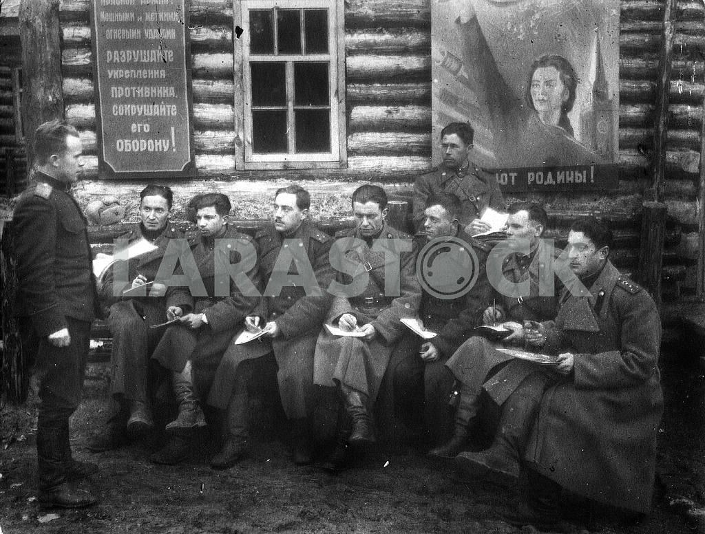 Soviet artillery officers — Image 23496