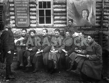 Советские артеллеристы