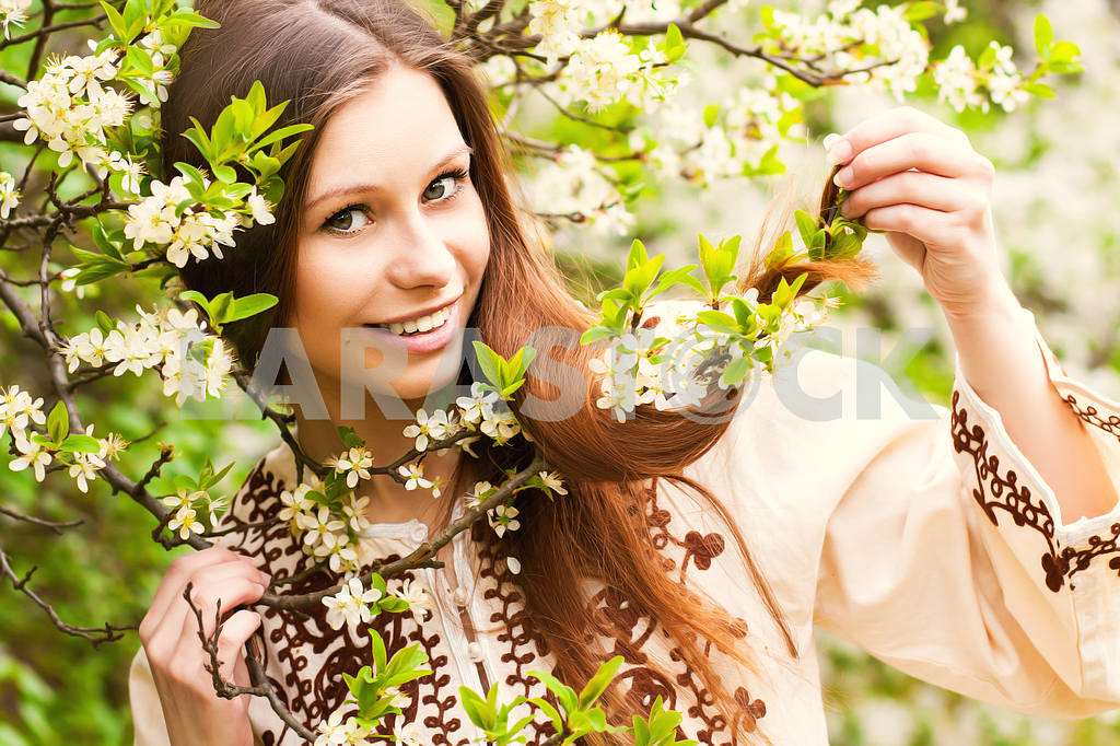 Portrait of a beautiful spring girl in cherry tree flowers. — Image 23543