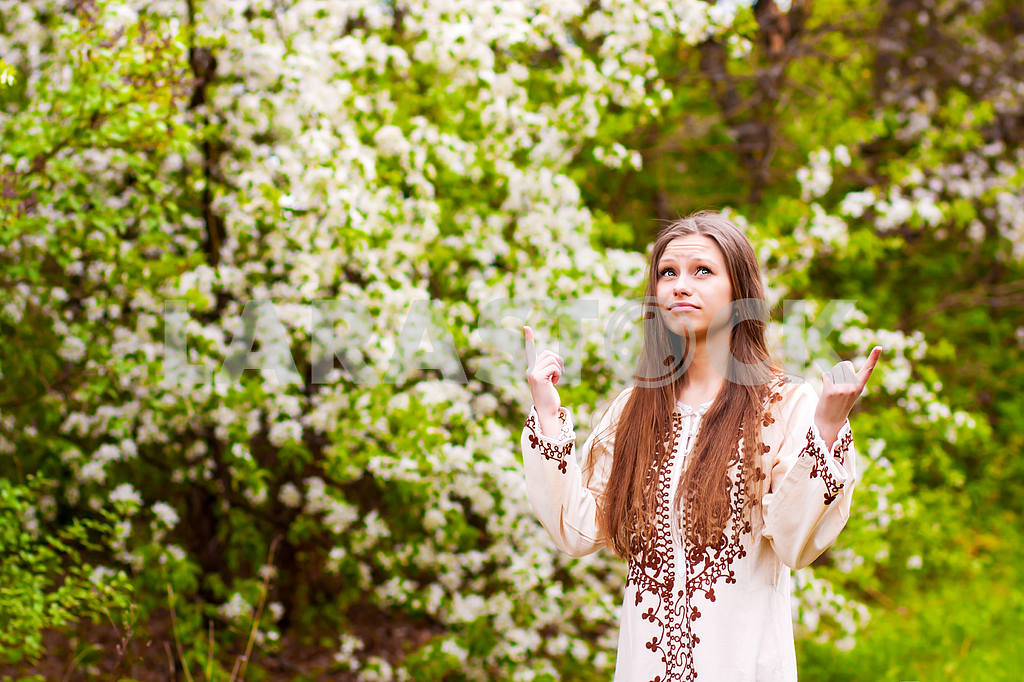 Beautiful Spring Girl with flowers — Image 23545
