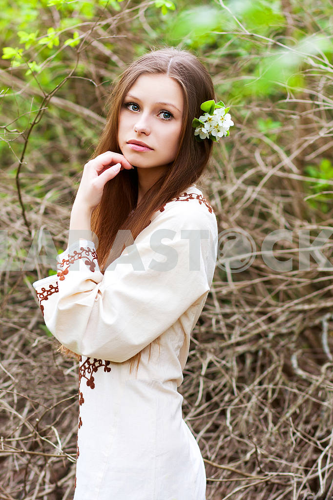 Portrait of beautiful girl in spring — Image 23547