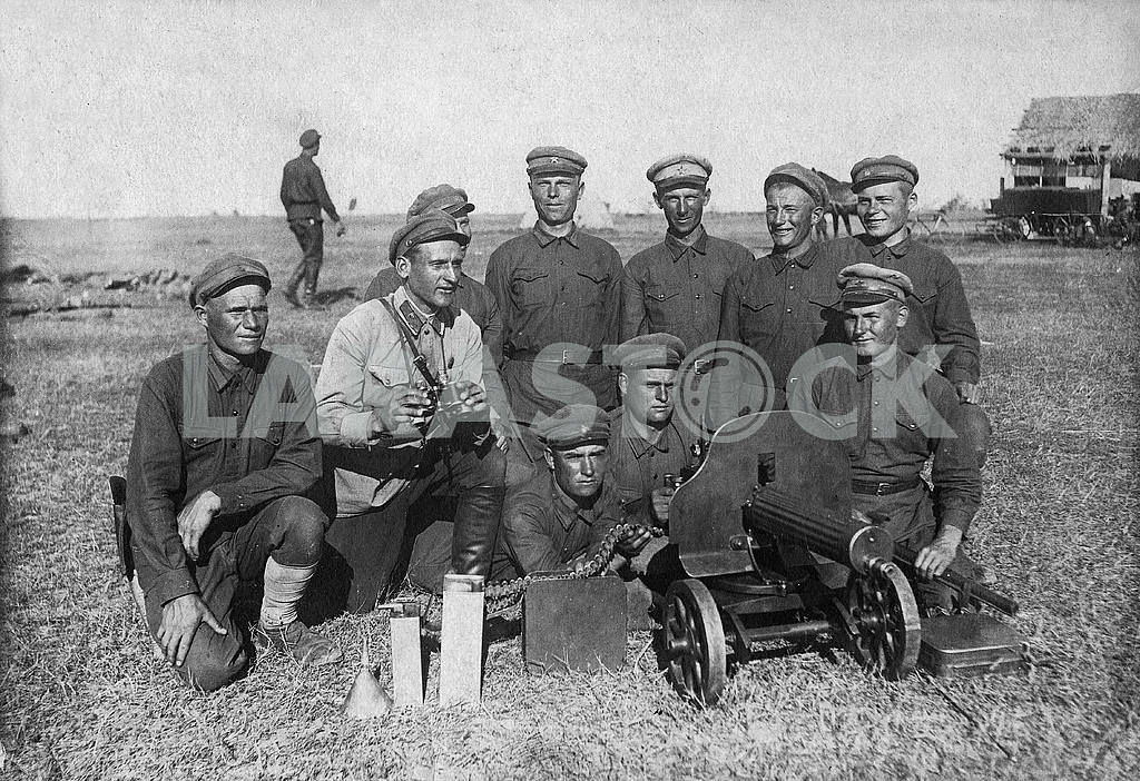 Russian soldiers with machine-gun Maxim. — Image 23576