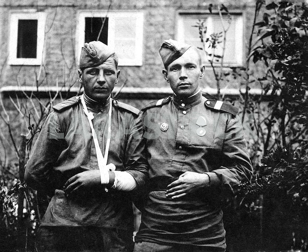 Soviet soldiers. Photos on the street — Image 23589