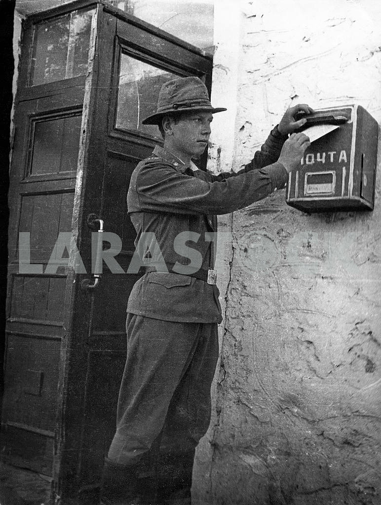 A soldier sends letter — Image 23590