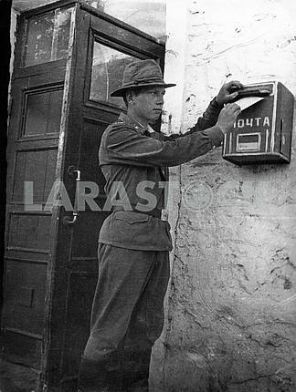 A soldier sends letter
