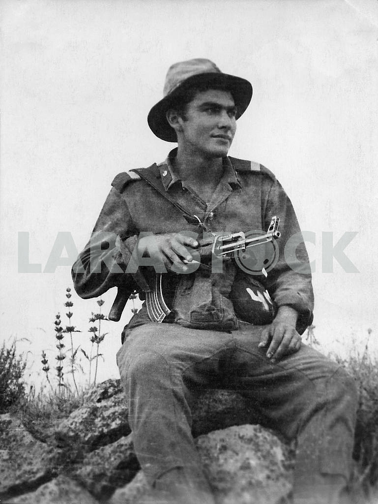 A soldier with a gun Kalashnikov — Image 23594