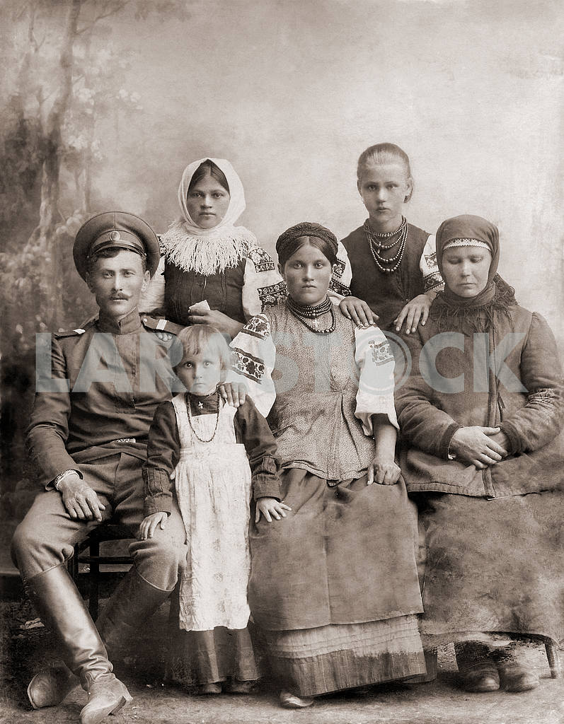 Russian soldier with his family — Image 23608